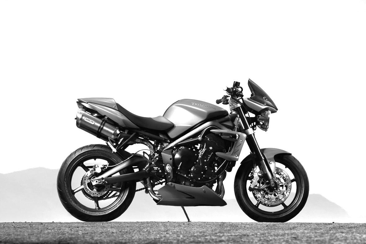 modern motorcycle contenders showdown street triumph